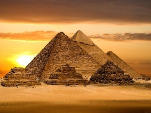landscape_egyptian_pyramids_backgrounds_wallpapers-t2